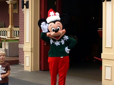 Mickey Mouse says 'Merry Christmas!'