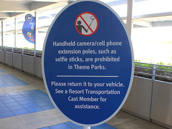 six flags bans selfie sticks in its theme parks. Black Bedroom Furniture Sets. Home Design Ideas