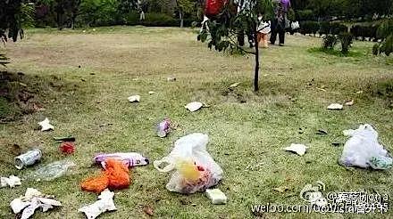 Shanghai Disneyland trash