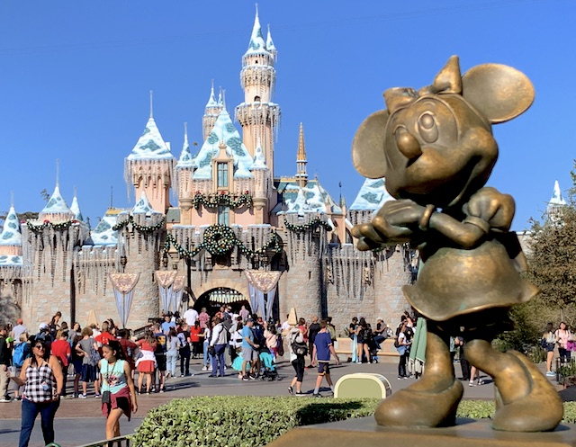 Minnie Mouse and the castle