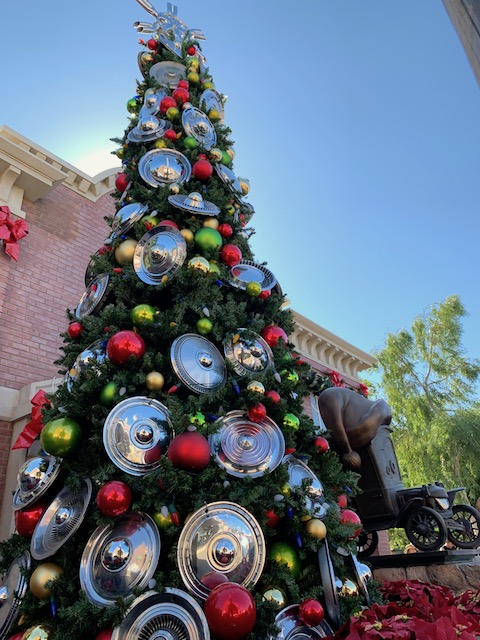 Disney Cars Christmas Tree.Time To Celebrate The Holidays At Disney California Adventure