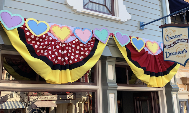 Hearts on the Mickey and Minnie banners