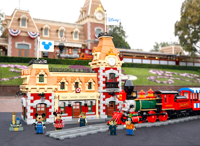 LEGO Disney 71044 Train and Station set