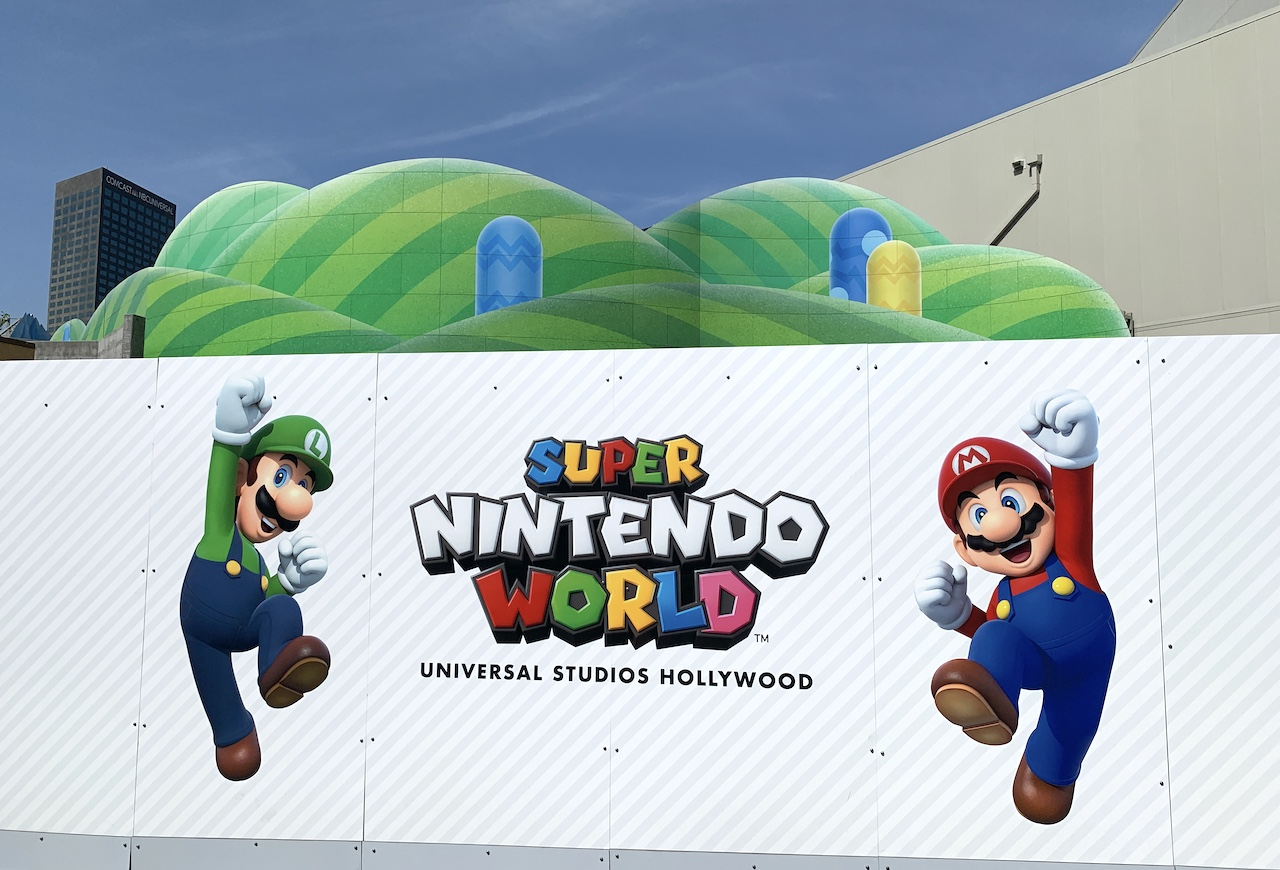 Super Nintendo World sign