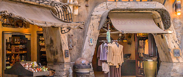 Disney looks to sell experiences, as well as stuff, in its Star Wars land