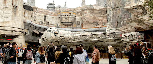 Disney World will offer annual pass previews for its Star Wars land