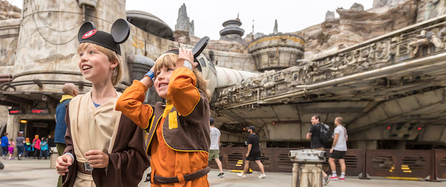 Disneyland offre une réduction de 100 $ sur les billets Park Hopper à ses détenteurs de laissez-passer