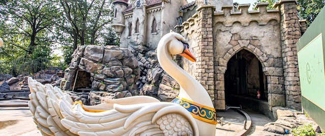 The 'Six Swans' are swimming at Efteling