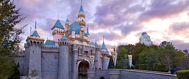 Disneyland theme parks to close due to Covid-19