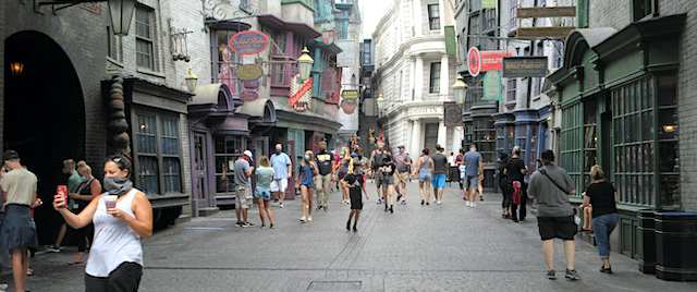 Fans Return to the Universal Orlando Resort