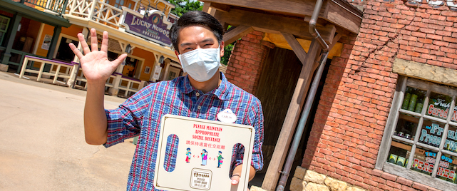 Hong Kong Disneyland Welcomes Back the Public