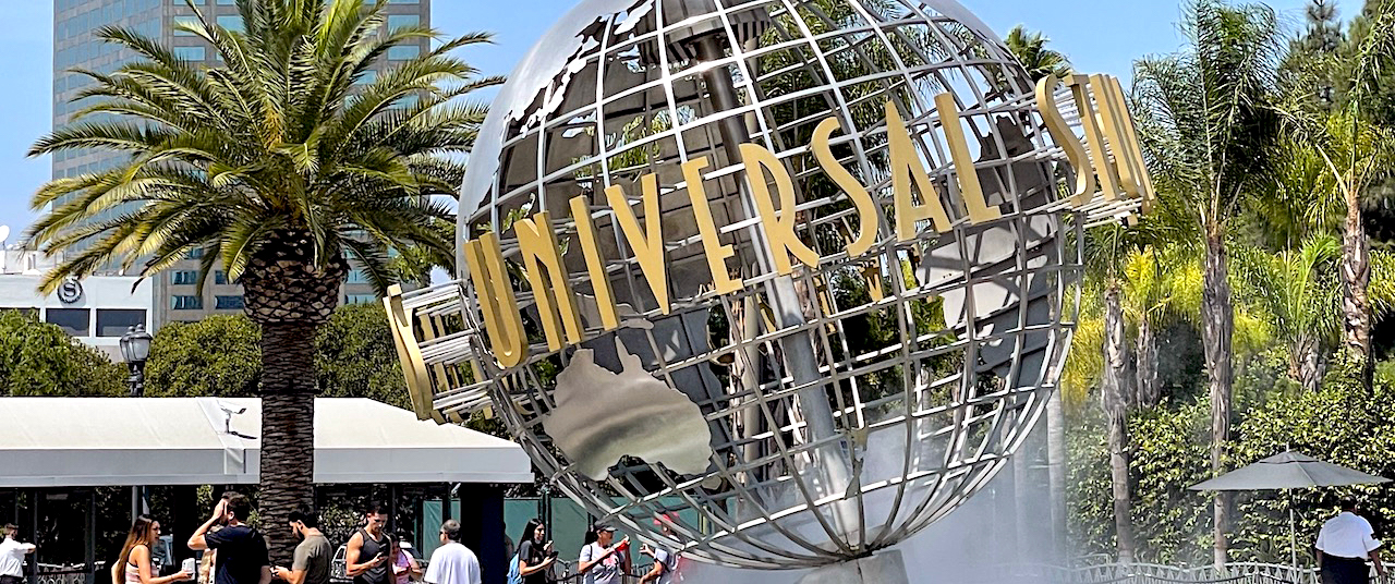 Vaccine Requirements Proposed for Universal Studios, Six Flags