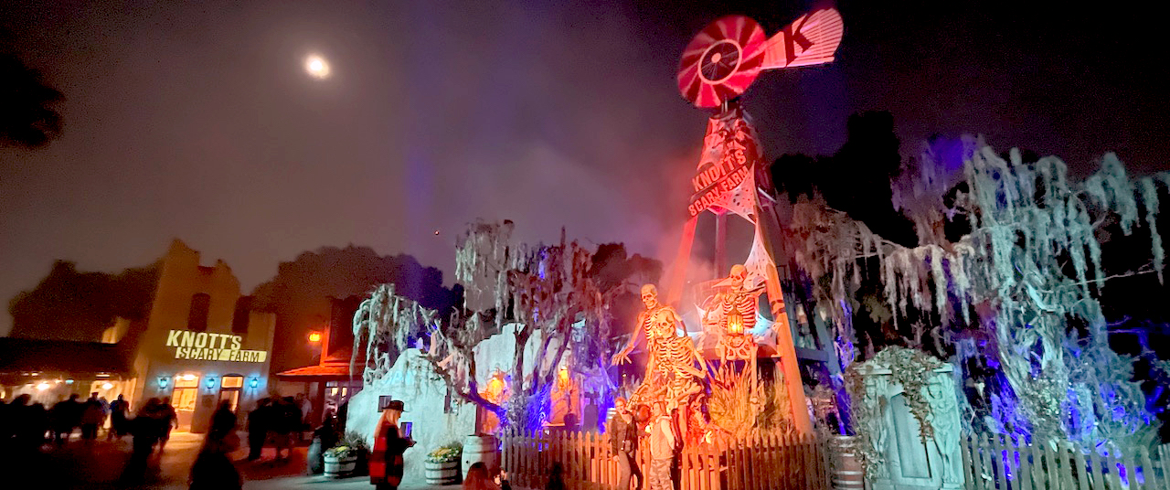 It's Time to Return to the Fog at Knott's Scary Farm