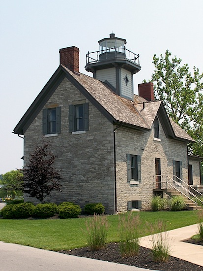 pic of modern lighthouse