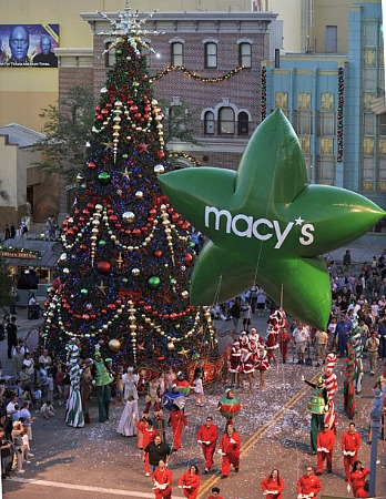 Macy's Holiday Parade at Universal Orlando