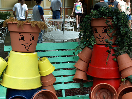 Pot people at Dollywood