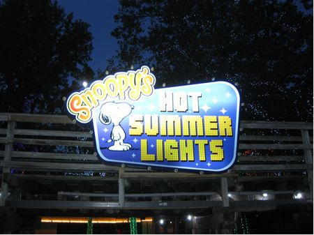 Snoopy's Hot Summer Lights photo, from ThemeParkInsider.com