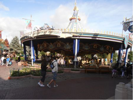 Le Carrousel de Lancelot photo, from ThemeParkInsider.com