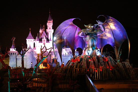 Hong Kong Disneyland Disney's Haunted Halloween photo, from ThemeParkInsider.com