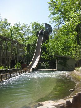 American Plunge photo, from ThemeParkInsider.com