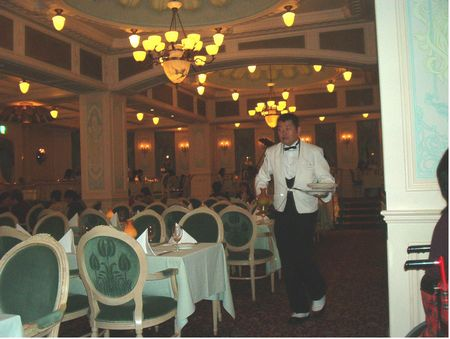 S.S. Columbia Dining Room photo, from ThemeParkInsider.com