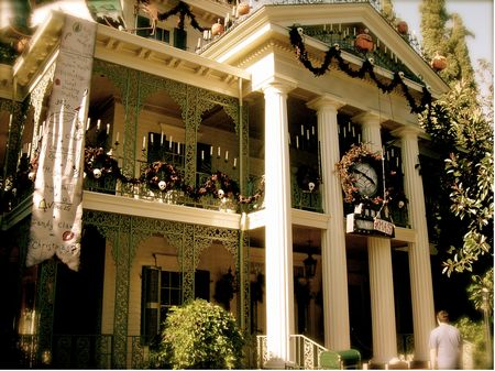 Haunted Mansion photo, from ThemeParkInsider.com