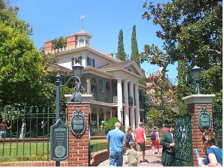 Haunted Mansion in Disneyland