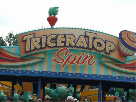 TriceraTop Spin photo, from ThemeParkInsider.com
