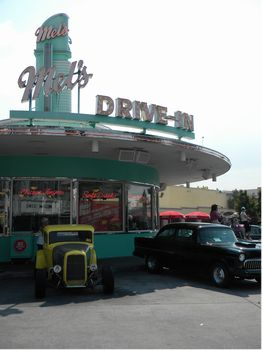 Mel's Drive-In photo, from ThemeParkInsider.com