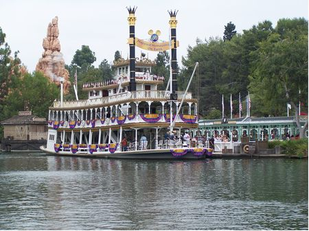 Mark Twain Riverboat photo, from ThemeParkInsider.com