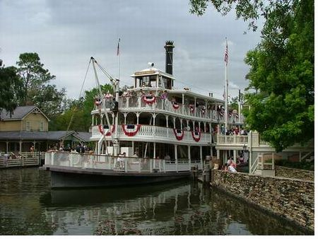 Liberty Square Riverboat photo, from ThemeParkInsider.com