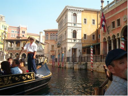 Venetian Gondolas photo, from ThemeParkInsider.com