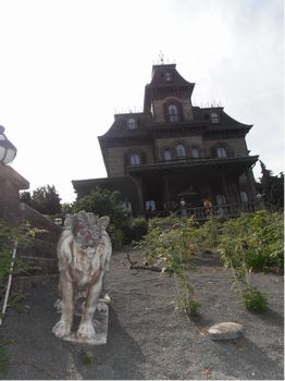 Phantom Manor photo, from ThemeParkInsider.com