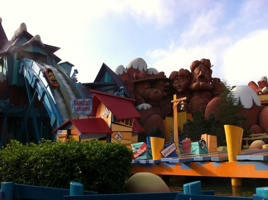 Dudley Do-Right's Ripsaw Falls photo, from ThemeParkInsider.com