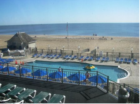 Hotel Breakers photo, from ThemeParkInsider.com