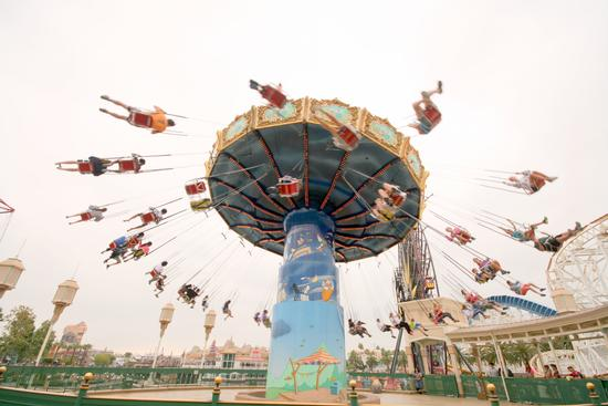 Silly Symphony Swings photo, from ThemeParkInsider.com