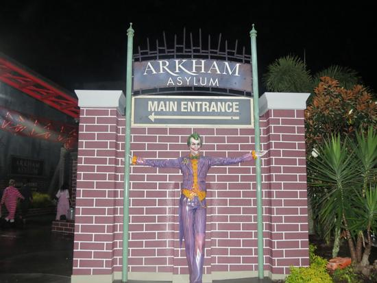 Arkham Asylum: Shock Therapy photo, from ThemeParkInsider.com