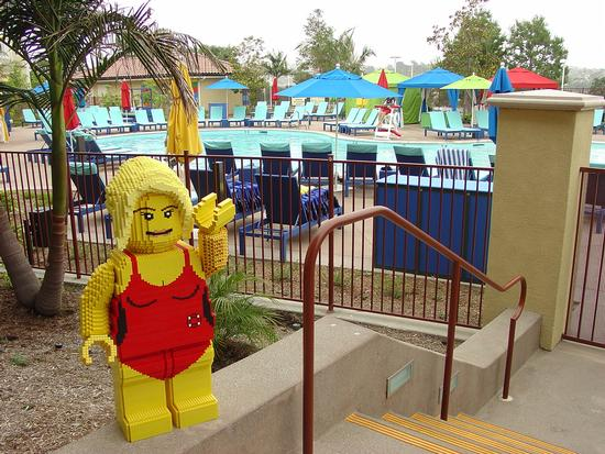 Where to stay legoland california hotel for Hotels near legoland with swimming pool