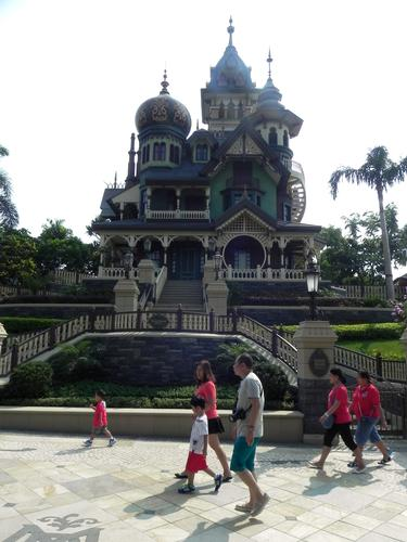 Mystic Manor photo, from ThemeParkInsider.com