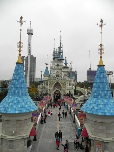Lotte World photo, from ThemeParkInsider.com