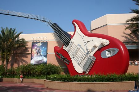 Rock 'n' Roller Coaster photo, from ThemeParkInsider.com