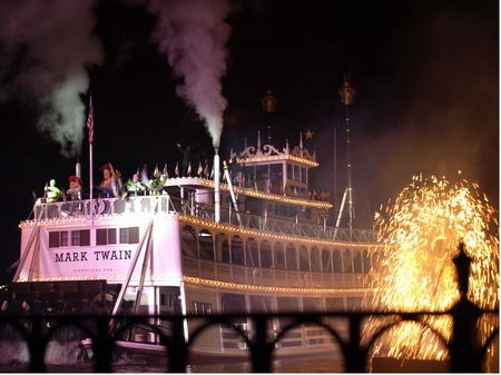 Fantasmic! photo, from ThemeParkInsider.com