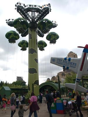 Toy Soldiers Parachute Drop photo, from ThemeParkInsider.com
