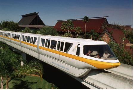 Disney's Polynesian Resort photo, from ThemeParkInsider.com