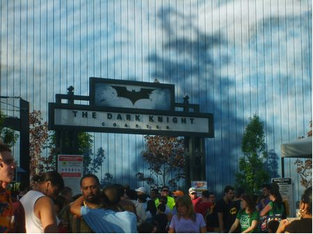 The Dark Knight Coaster photo, from ThemeParkInsider.com