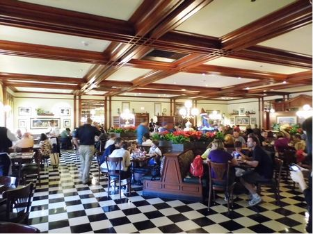 Tony's Town Square Restaurant photo, from ThemeParkInsider.com
