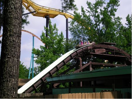Log Flume photo, from ThemeParkInsider.com