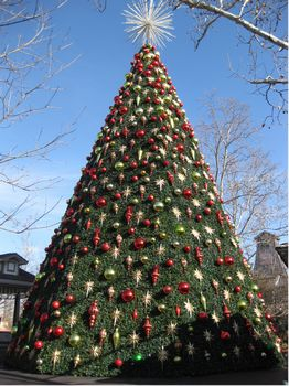 amazing decorative touches and over four million lights spread throughout with the main focal point being a 5 story tall christmas tree shining like - Silver Dollar City Christmas