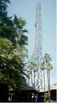 Six Flags Magic Mountain photo, from ThemeParkInsider.com