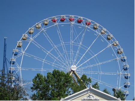 Colossus Ferris Wheel photo, from ThemeParkInsider.com